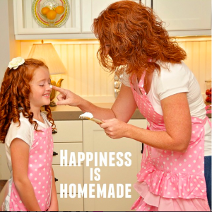 Marilyn Strawberry Shortcake Apron - Happiness is homemade